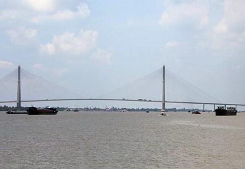 Sông Hậu bị ô nhiễm từ việc xả thải của công ty